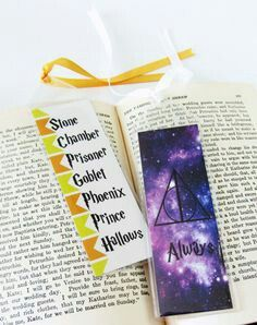Set of 2 Harry Potter Bookmarks by WhereMagicLivesDsign paintings harry potter Bookmark Set - Harry Potter Fan - Literary Gifts - Paper Bookmark Cadeau Harry Potter, Classe Harry Potter, Harry Potter Bookmark, Harry Potter Diy, Creative Bookmarks, Paper Bookmarks, Crochet Bookmarks, Harry Potter Drawings Easy, Papier Diy