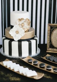 Black Gold Wedding Color Inspiration: Modern Black on White Wedding Ideas - wedding cake idea; via French Wedding Style - Scroll along to see more black on white wedding ideas that you should definitely steal for yourself! Pretty Cakes, Beautiful Cakes, Amazing Cakes, Black And White Wedding Cake, White Wedding Cakes, White Bridal, White Cakes, Cake Wedding, Wedding Rings