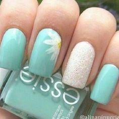 Daisy Nail Art, Daisy Nails, Floral Nail Art, Cute Nail Art, Flower Nails, Yellow Nail Polish, Yellow Nails, Nail Polish Colors, Polish Nails