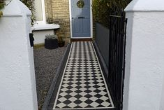 classic black and white tiled entry for the front garden - but prefer smaller tiles. Victorian Front Garden, Victorian Terrace House, Victorian Tiles, Edwardian Haus, Front Path, Front Steps, Front Gardens, Black And White Tiles, Black White