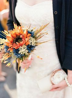 #Fall colors in a lovely #bouquet | Photos by Lisa O'Dwyer and Nuria Cañestro