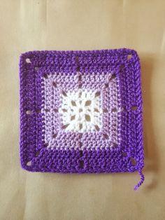 How to Crochet a Solid Granny Square 365 Granny Squares Project: June 2013 Crochet Motifs, Crochet Quilt, Crochet Blocks, Granny Square Crochet Pattern, Crochet Stitches Patterns, Crochet Art, Crochet Squares, Crochet Granny, Crochet Crafts