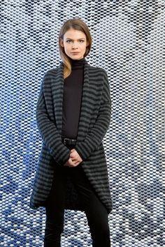 Strickset: Lang Yarns - Wollpaket Mantel mit Streifen https://www.fuersie-shop.de/stricken-haekeln/stricken/stricksets/lang-yarns-strickset-mantel-mit-streifen.html
