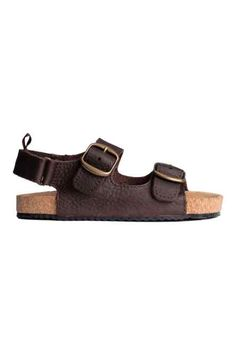 Leather sandals with adjustable straps with metal buckles at front and a hook-loop fastener at heel. Suede insoles and rubber Brown Sandals, Leather Sandals, Boy Shoes, H&m Online, Summer Kids, Metal Buckles, Strap Sandals, Shoes Sandals, Metallica