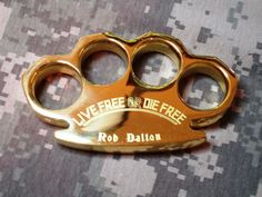 """""""Live Free or Die"""" Brass by: Robbie Dalton Global Heavy Belt Buckle Paperweights Knuckles Hand, Brass Knuckles, Cool Knives, Knives And Swords, Live Free Or Die, Automatic Knives, Cool Gadgets To Buy, Luck Of The Irish, Ancient Artifacts"""