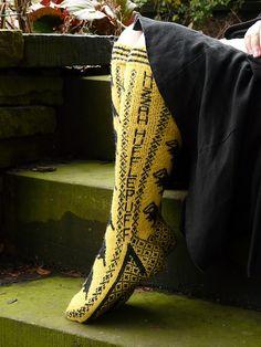 Ravelry: Hufflepuff Pride Socks pattern by Ann Kingstone Bioshock, Crochet Cross, Knit Crochet, Crotchet, Knitting Patterns, Knitting Ideas, Sewing Patterns, Harry Potter Socks, Amigurumi