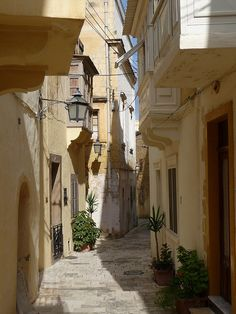 The quiet alleys of Rabat, Gozo Island, Malta (by tpe1002).  www.liberatingdivineconsciousness.com