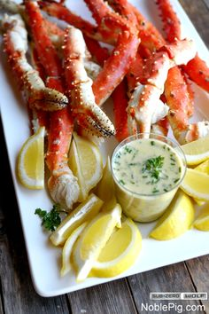 Steamed Alaskan King Crab Legs with Beurre Blanc Sauce for Dipping Crab And Lobster, Fish And Seafood, Fish Dishes, Seafood Dishes, Antipasto, Crab Legs Recipe, Alaskan King Crab, My Favorite Food, Favorite Recipes