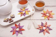 Teebeutel Stern DIY Paper Lanterns Paper lanterns come in diverse sizes and styles and have emerge a Diy Gifts For Mom, Diy Gifts For Friends, Easy Diy Gifts, Paper Crafts Origami, Diy Paper, Free Paper, Christmas Origami, Christmas Crafts, Gold Christmas
