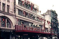 Melbourne: Coles & Esquire Theatre Bourke St. November 1956 - Olympic City 1956 Olympics, Melbourne Victoria, Tasmania, Historical Photos, Old Photos, Nostalgia, Asia, Track, Advertising