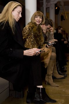 Anna Wintour (short hair), the lady The Devil Wears Prada was modeled after (Vogue)