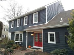 Exterior House Siding Colors Dark Blue 56 New Ideas Exterior Gris, Exterior Siding Colors, Best Exterior Paint, Exterior Paint Colors For House, Paint Colors For Home, Exterior Design, Navy House Exterior, Exterior Shutters, Blue House White Trim