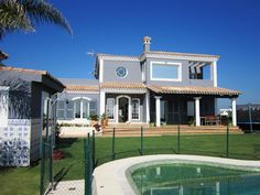 Magnificent villa with stunning views for rent in Alcaidesa