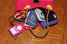 MADE: Pieces For Reese: Doll: Purse, Money, Wallet, Passport, Checkbook - free tutorial American Girl Outfits, My American Girl Doll, American Girl Crafts, Ag Doll Crafts, Diy Doll, Fun Crafts, Ag Dolls, Girl Dolls, Barbie Doll