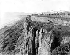 Early version of the California Incline, 1905. The California Incline is a slanted road in Santa Monica, California, connecting Ocean Avenue with the Pacific Coast Highway (PCH). It technically runs along California Avenue, a major east-west street in Santa Monica.