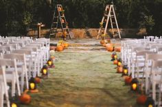 Halloween Weddings - nice fall set up #halloweenweddings