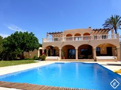 Spectacular four bedroom villa on the south west coast of Ibiza. Magnificent sea views, pool, several terraces and garage.