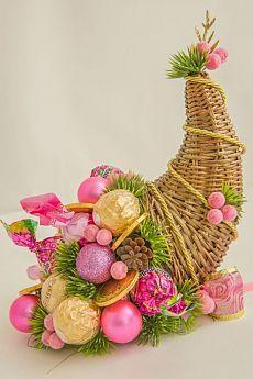 Найдено на сайте aschenputtel.gallery.ru. Thanksgiving Decorations, Christmas Decorations, Christmas Ornaments, Christmas Candy Gifts, Easy Crafts, Diy And Crafts, Chocolate Flowers Bouquet, Edible Bouquets, Winter Bouquet