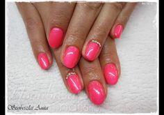 Lakkzselé, géllakk strasszkővel  #nails #nailsaddict #nailstylist #nailsdesign #gel #beauty #instanails #nailsdone Manicures, Pink, Beauty, Nail Salons, Polish, Pink Hair, Beauty Illustration, Nail Manicure, Roses