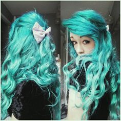 Turquoise hair color with waves~ Nice show of hair extensions~