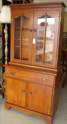 Small Early American Tell City Style Hutch hey Mary Beth Maple Furniture, Family Furniture, City Furniture, Antique Furniture, China Cabinets And Hutches, Early American Decorating, Griffin Family, Pie Safe, Ethan Allen