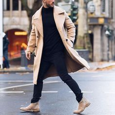Chelsea boot is definitely a nice solution for every man out there who want to look trendy, casual, classic and fashionable. Formal Winter Outfits, Winter Outfits Men, Streetwear, Mode Man, Herren Winter, Long Trench Coat, Camel Coat, Herren Outfit, Winter Stil