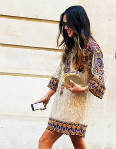 Paris Fashion Week Street Style // This dress print & the wide sleeves areeverything Boho Chic, Hippie Chic, Bohemian Style, Ibiza Style, Fashion Mode, Fashion Week, Look Fashion, Fashion Trends, Gypsy Fashion