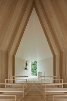 The Dornbirn-based practice designed Chapel Salgenreute for a spot next to the Krumbacher moor in Austria's Vorarlberg state. It replaces an old chapel that had occupied the site for 200 years.