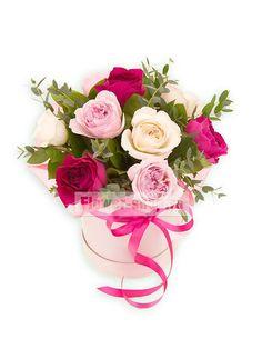 9 роз Дэвида Остина в шляпной коробке