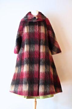 Coats Vintage Lilli Ann Coat ~ Vintage Plaid Swing Coat By Lilli Ann ~ Plaid Mohair Coat by xtabayvintage on Etsy - Daily Fashion, Retro Fashion, Vintage Fashion, Vintage Style Outfits, Vintage Dresses, Vintage Clothing, Stylish Coat, Swing Coats, Plaid Design