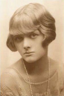 Daphne du Maurier(1907-1989) Rebecca