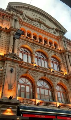 Edificio Galerias Pacífico, uno de los centros comerciales más importantes y tradicionales de la ciudad de Buenos Aires, Argentina.