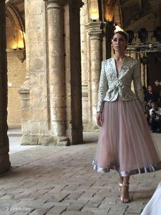 #desfile #monasteriosanjeronimo #sevilla #SIQHandcraft&Fashion #AlejandroPostigo Conjunto dos piezas #novia #AgenciaDobleErre #RaquelRevuelta