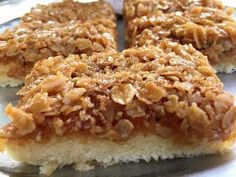 En kaka som bakas i långpanna och räcker till många! Havretosca Botten: 6 ägg 5 dl strösocker 6 dl vetemjöl 6 tsk bakpulver 1... Cookie Desserts, No Bake Desserts, Cake Recipes, Dessert Recipes, Bagan, Swedish Recipes, Recipes From Heaven, Piece Of Cakes, Let Them Eat Cake