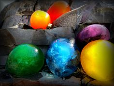 How to make HUGE WATER MARBLES by Mr. Otter Art Studio.   They're easy. They're beautiful. They're water marbles. You'll love how these glisten in the sunlight. Join us in this fun filled tutorial on how to make giant water marbles, by Mr. Otter Studio.
