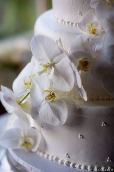John and joseph photography #weddingcake #kingshawaiian #bakery #cake #california #la #love #flowers #decoration #details