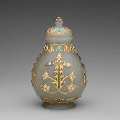 Mughal nephrite bottle with gold and precious stones, H. 4 3/16 in. (10.7 cm); W. 2 5/8 in. (6.7 cm) (18th–19th century, New York: Metropolitan Museum of Art).