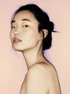 Portrait Photography : Sun Young Hwang With her beautiful freckles. 3 4 Face, Foto Portrait, Female Portrait, Beauty Portrait, Woman Portrait Photography, Female Photography, Photographie Portrait Inspiration, Interesting Faces, Photo Reference