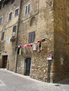 Clever Clotheslines Locations In Italy: This was taken in San Gimignano, Italy in 2008. Living in an apartment means one has to be creative when hanging out clothes to dry. #travel #tuscany