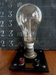 ampoule sur socle