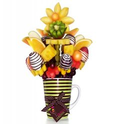 taza con dulces - Buscar con Google Edible Fruit Arrangements, Fruit Ideas, Chocolate Covered Strawberries, Sweet Recipes, Bowser, Valentines Day, Strawberry, Google, Bass Drum