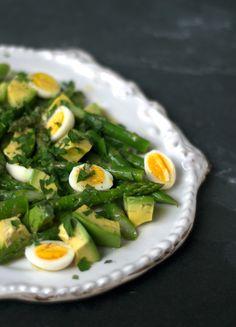 Espárragos con huevo de codorniz