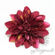 farbintensive Haar-/Ansteckblume in purpur, Ø 12cm von Boutique für wundervolle Accessoires zum Liebhaben! auf DaWanda.com