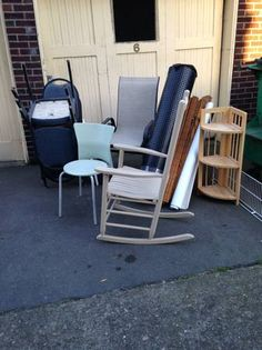 WANT ROCKING CHAIR. http://seattle.craigslist.org/see/zip/4950970125.html