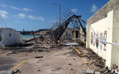 """Zniszczenia po huraganie Gonzalo. """"Sprzątanie zajmie kilka tygodni"""". http://kontakt24.tvn24.pl/najnowsze/zniszczenia-po-huraganie-gonzalo-sprzatanie-zajmie-kilka-tygodni,146517.html"""