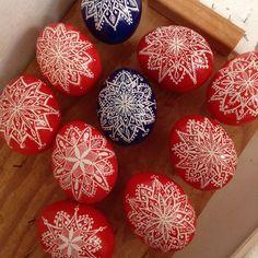 It's beginning to look a lot like Christmas! #pysanky #pysanka #snowflake #ornaments #avlart #red #blue