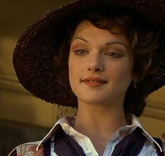 Evelyn 'Evy' is played by Rachel Weisz in 'The Mummy' (1999). Description from stylesyah.com. I searched for this on bing.com/images