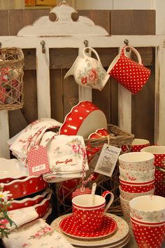 Pretty Greengate dishes, please!! I want these so terribly bad!