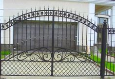Home Gate Design, Front Gate Design, Main Gate Design, Metal Gates, Wrought Iron Doors, Simple Gate Designs, Front Gates, Gate House, Home Wallpaper