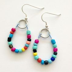 Use up leftover seed beads and Soft Flex beading wire clippings with this cheerful earring tutorial! http://softflexgirl.blogspot.com/2014/09/tuesday-tutorial-remnant-seed-bead.html